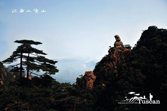 云雾缭绕中的三清山
