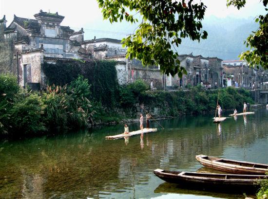 """瑶河野战漂流位于江西瑶里风景区,电影《闪闪的红星》里就有""""小小"""