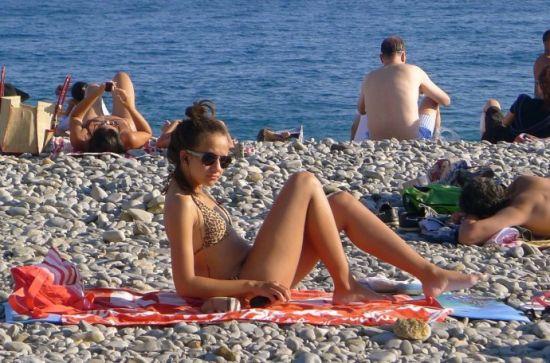 法国:碧海蓝天下的晒客
