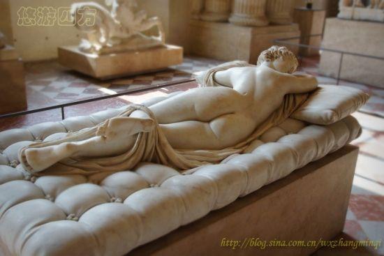 法国卢浮宫:雌雄同体的古希腊雕塑