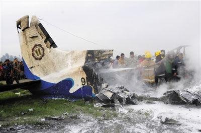 高速行驶中的飞机撞到鸟也无生还希望