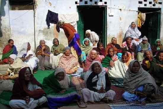 探秘印度寡妇城 她们的衣食住行 -探秘维伦达文 印度神秘的寡妇城