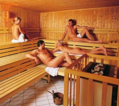性感开放德国男女裸体混合桑拿
