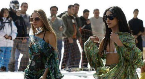 豪放着装不输欧美走进女性最开放的阿拉伯国家