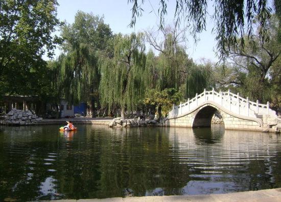 人民公园   相比湿地公园和风景区