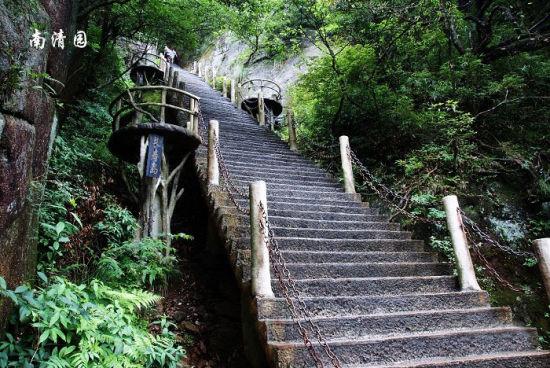 三清山南清园的石台阶