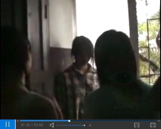 曝女生结伙殴打一女 强脱胸衣摄像