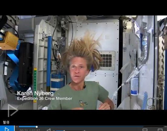 航天员太空洗头
