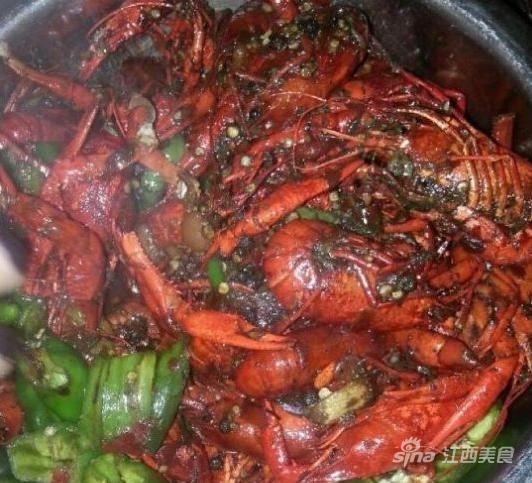 南昌新旧小龙虾口味大对决 怎么吃都不过瘾