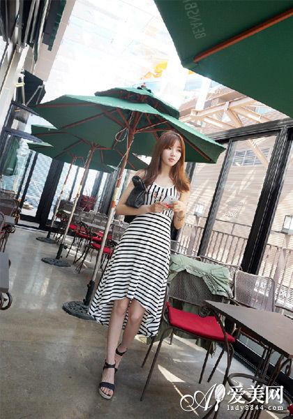 显瘦条纹连衣裙穿出时尚小清新