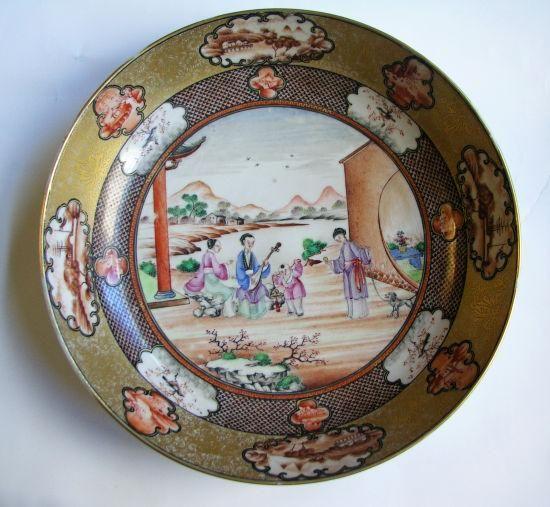 三款清代粉彩瓷盘鉴赏了解那时风情