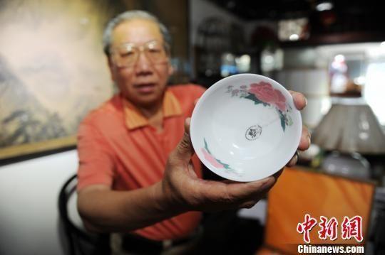 湖南红色收藏家展出一套罕见73年毛瓷