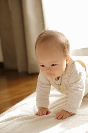 秋季宝宝穿衣法则 保暖又时尚(8)