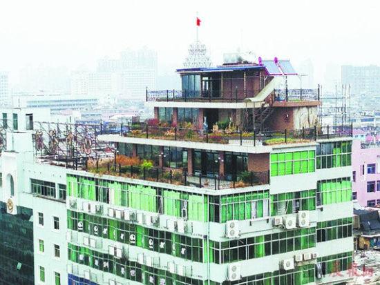 南昌东湖区现空中别墅 通往楼顶需刷卡乘电梯