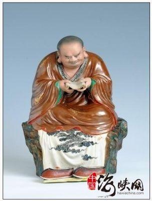 圆雕窑彩诵经罗汉雕塑瓷鉴赏(图)