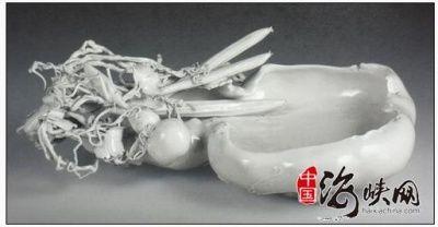 雕塑瓷:捏雕白釉蔬果笔洗瓷雕鉴赏(图)