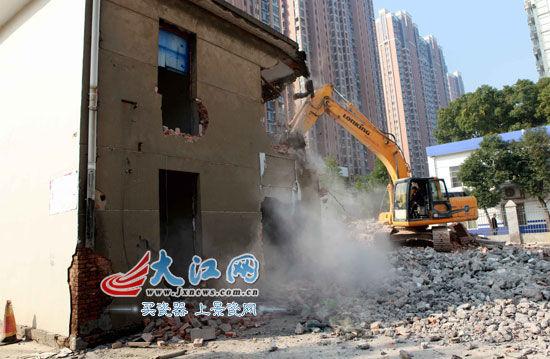 南昌公安交通管理局自拆一栋两层楼房