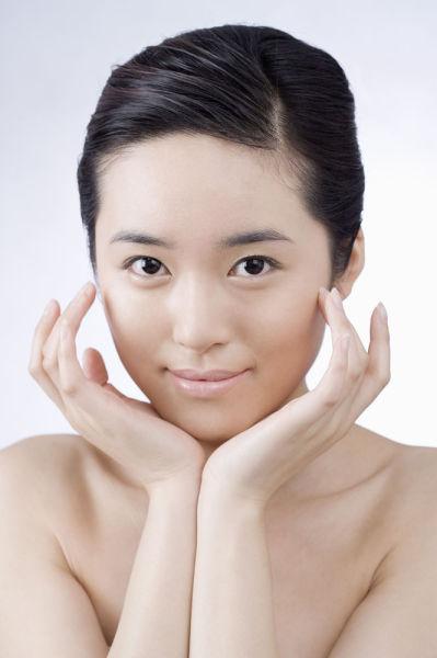 素颜美女洗脸秘诀 教你如何打造净白肌肤