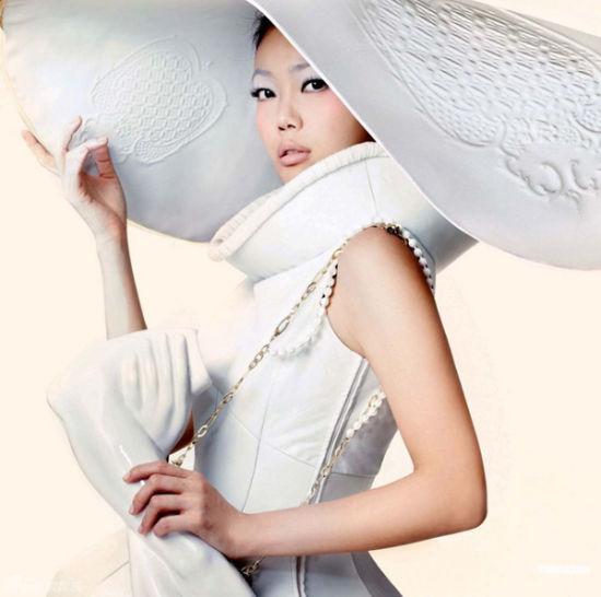容祖儿白色陶瓷蓬蓬裙美艳绝伦