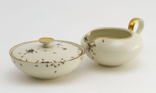 处女座克星:艺术家手绘爬满蚂蚁的餐具
