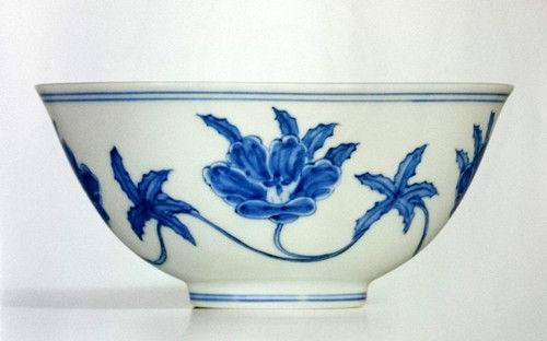 成化青花宫碗的艺术:宫葵缱芳华