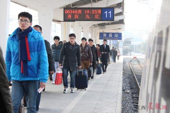南昌火车站临时售票处20日起停用(图)