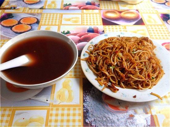 炒粉和绿豆汤