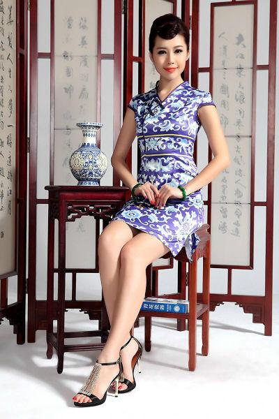 旗袍美女青花瓷写真 中国风十足