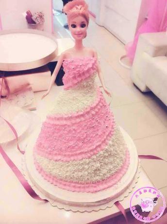 圆你公主梦芭比娃娃蛋糕