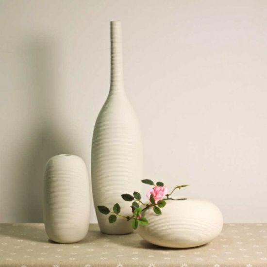 没有夸张华丽的外表,有的只是柔美的曲线,简单的造型,纯净的颜色。白色小清新简约陶瓷花瓶,应该是森女的最爱了。不管是在温馨的房间里还是枯燥的办公室里,若是加上这些点缀,生活就多了些许小清新与文艺的感觉,简单却又温暖。  [1] [2] [3]