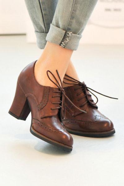 韩版街范镂空花饰前系带粗跟及踝靴短靴子