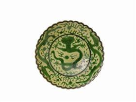 景德镇窑黄釉绿龙菊瓣盘赏析