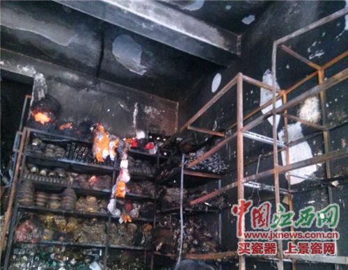 商铺被大火烧的面目全面非