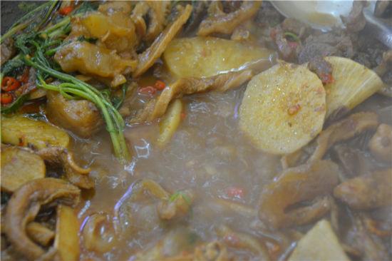 最后加上汤汁涮锅