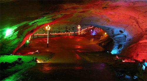 龙宫洞风景区是1978年新发现的山底溶洞.