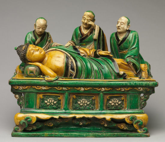 明代弘治素三彩鉴赏:佛陀涅槃及弟子群雕像