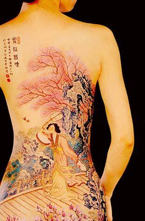美女臀部上的国画现代人体上的传统之美