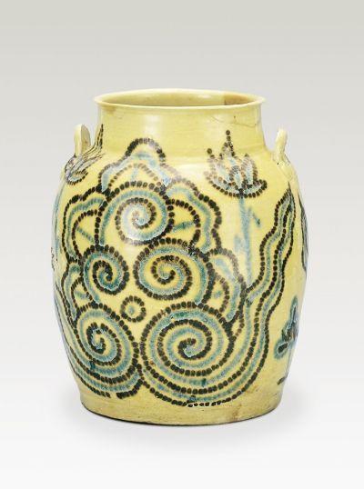 唐长沙窑陶瓷艺术最高水平:黄釉褐蓝彩云荷纹罐