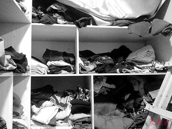 南昌有慈善团体积压上千件旧衣。晨报记者:喻勋 图