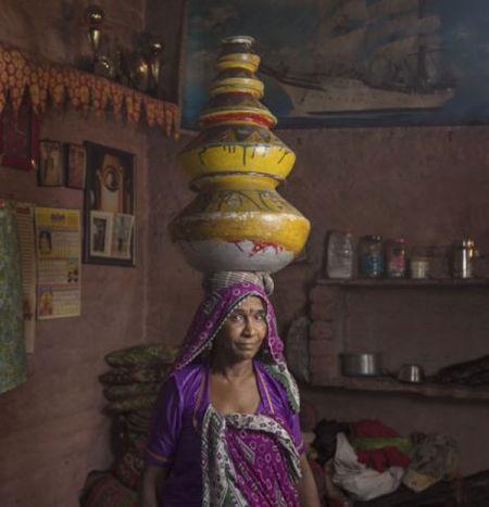 摄影师揭秘印度贫民窟艺人街住户均为街头艺人
