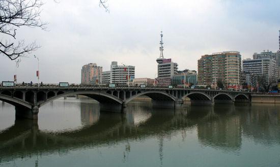 地址:上饶市信州区长塘大桥(近森林公园)    费用:免费 三,丰溪水