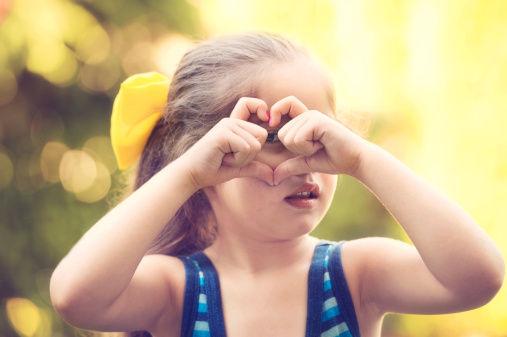 孩子六岁以下少戴太阳镜