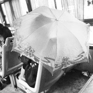 古风手绘撑伞女