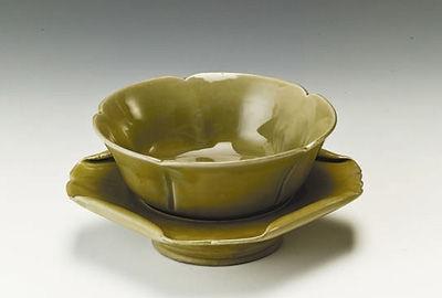 帆影茗韵:越窑青瓷荷叶带托茶盏