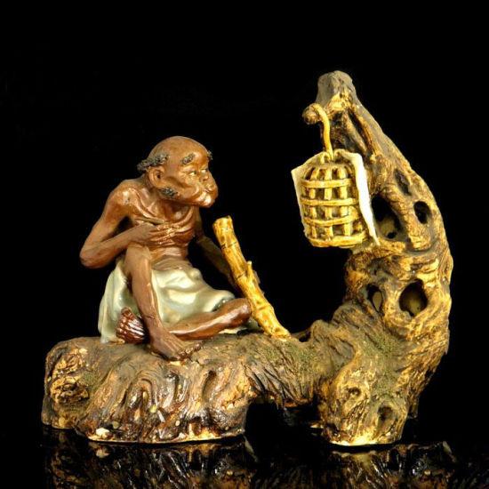 民国广东旧石弯陶雕塑 《 老汉戏鸟》