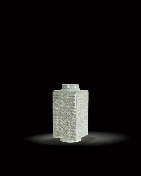 华辰秋拍瓷器精品:清乾隆仿哥釉琮式瓶