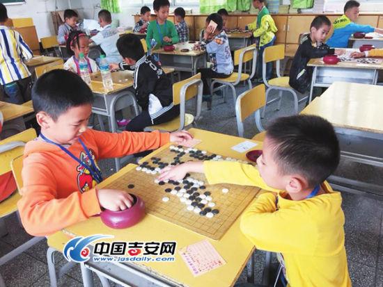 """吉安市举行第八届""""棋协杯""""少儿围棋比赛图片"""