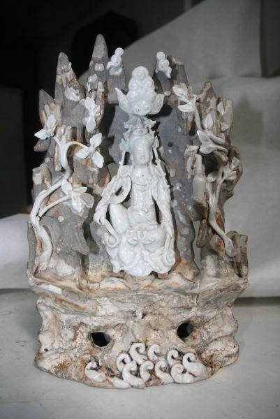 元青白瓷窟龛水月观音造像赏析