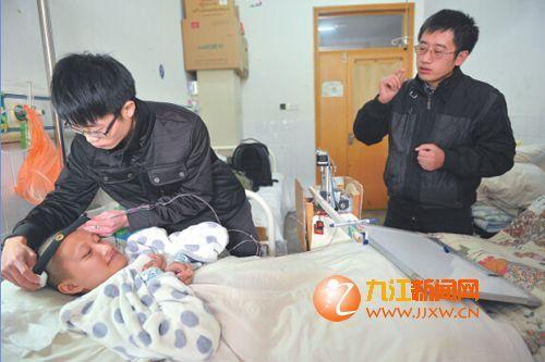 张老师和他的助手为何可人戴上脑电波感应器