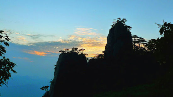 上饶 旅游 正文    三清山位于江西上饶市境内,为怀玉山脉主峰,因玉